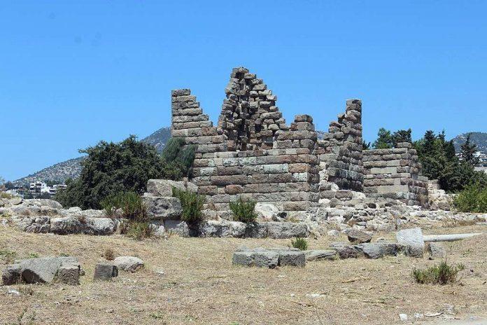 Myndos Kapısı. Şehrin etrafındaki sur kalıntıları; 4. c. M.Ö;