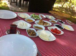 Mangalcı Kızıl Ağaç Kahvaltı